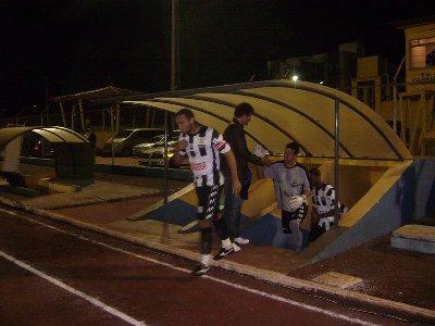 2009-05-20-CMouraoxOFEC-CampoMourão-JogadoresEntrandoemCampo