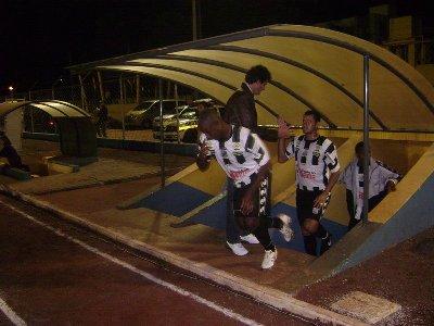 2009-05-20-CMouraoxOFEC-CampoMourão-JogadoresEntrandoemCampo2