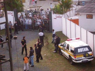 20090607-ofecxportuguesa-ageu-protestoportao