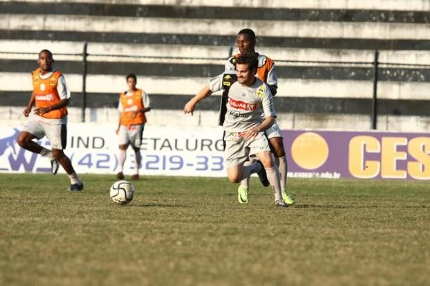 Foto: BASE MANTIDA Gilson foi um dos jogadores que defenderam o Operário no Estadual e que foram mantidos para o Brasileiro