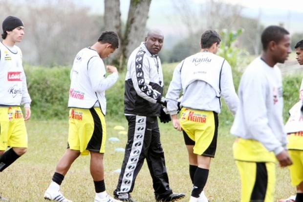 Foto: Operário retorna aos treinamentos nesta semana para desafio contra o Joinville