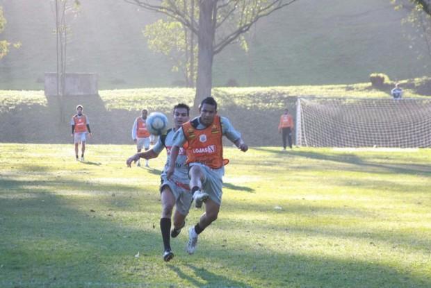 Foto: PRONTO Alvinegro fez último treino ontem e confirmou titulares para o duelo de amanhã no Germano Krüger