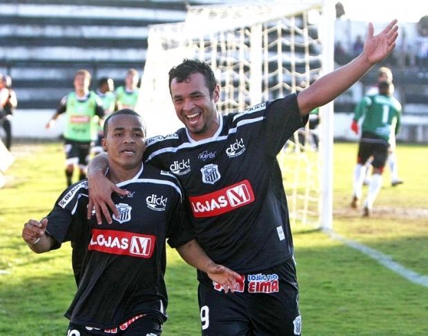 Foto: Danielzinho e Edenilson na comemoração do gol da vitória do Fantasma