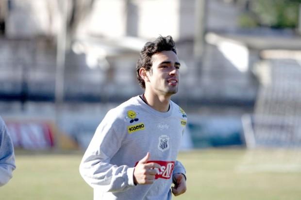Foto: Vinicius deve aparecer entre os titulares no domingo contra o São José