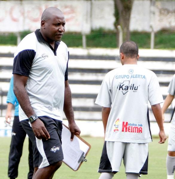 Foto: Técnico Caçapa quer tranquilidade dos jogadores para terminar confronto com vitória e vaga garantida