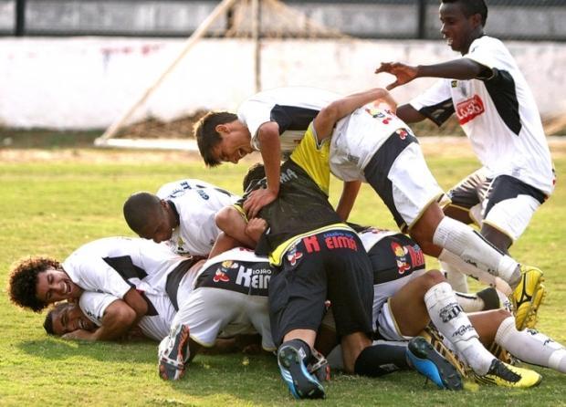 Foto: Garotos do Operário conseguiram a virada sobre os rivais do Prudentópolis com um gol aos 36 minutos do segundo tempo
