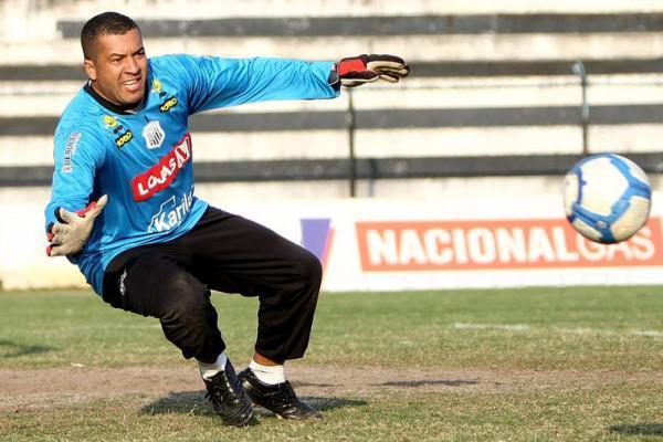Foto: Goleiro Osmar assume novamente a camisa número 1 do Fantasma