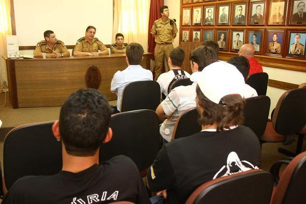 Foto: ENCONTRO As diretorias das duas torcidas organizadas do Operário desfizeram todas as preocupações da PM
