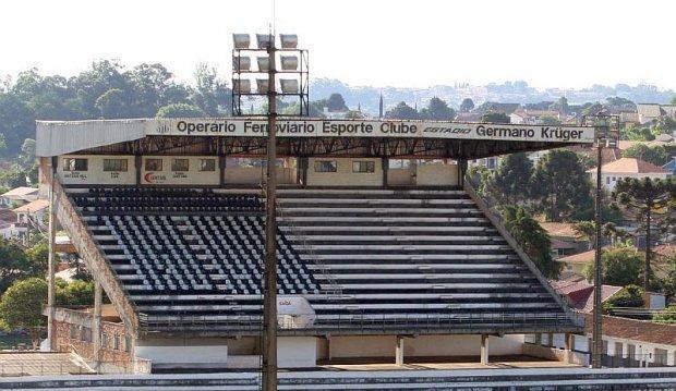 Foto: Estádio Germano Krüguer recebe manutenção e passa por revitalização do gramado