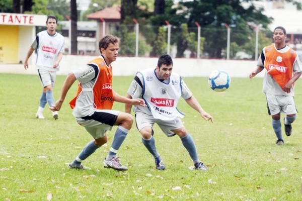 Foto: Técnico Amilton Oliveira segue com avaliação de atletas antes da viagem para Reserva