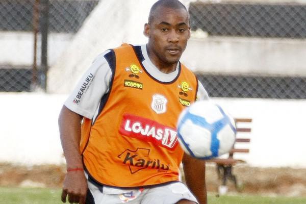 Foto: Zagueiro Fabiano, que tinha contrato até maio de 2011, foi dispensado e nem viajou com o elenco para Reserva
