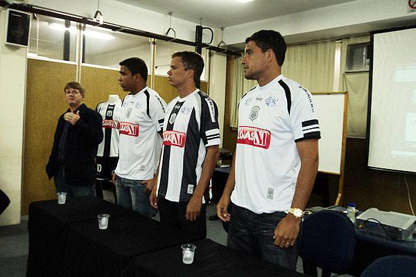 Foto: Operário apresenta novos uniformes para o Estadual