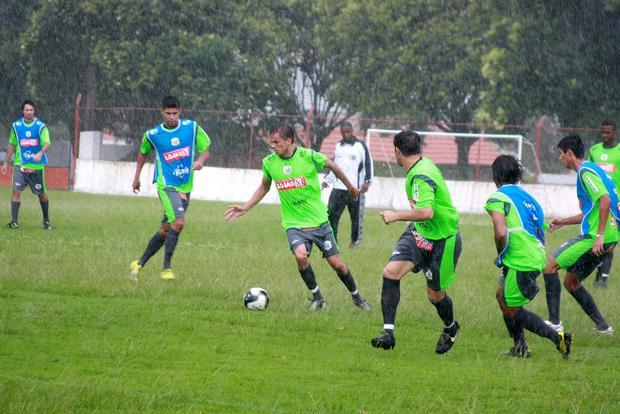 Foto: ÚLTIMOS ACERTOS Operário fez coletivo ontem e hoje fará jogo-treino em Iraty