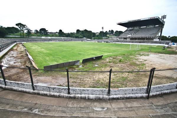 Foto: Estádio Germano Krüger foi liberado pela Federação Paranaense e pode agora receber as partidas do Estadual 2011