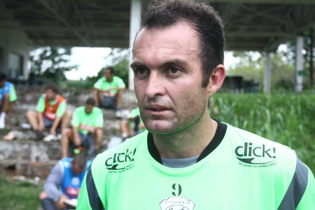 Foto: DE VOLTA Sem condições para domingo, Serginho Catarinense, é um dos jogadores do meio campo do Operário que retorna ao clube