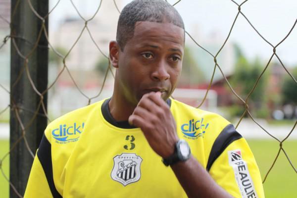Foto: Técnico Amilton Oliveira encara o desafio de comandar o Operário no Paranaense 2011