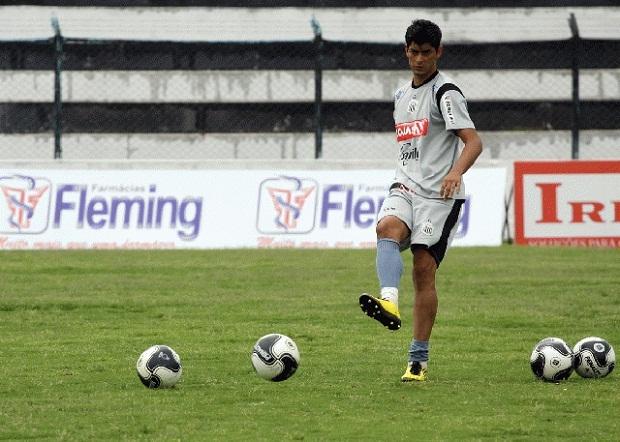 Foto: Valtinho, indicado pelo goleiro Ivan, ganha vaga na equipe titular