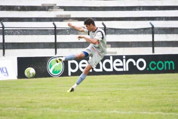 Foto: ESTREIA Em sua estreia pelo Operário, Valtinho fará dupla com João Paulo na defesa alvinegra