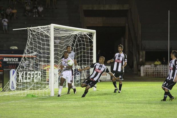Foto: 1º TRIUNFO Operário venceu o Cascavel na noite de quarta-feira e somou os primeiros pontos no Estadual