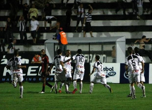 Foto: Jogadores do Operário comemoram gol