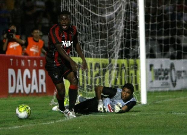 Foto: O goleiro Ivan foi novamente um dos destaques do time