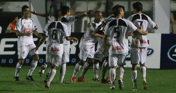 Foto: Jogando em casa, o Operário venceu com um gol aos 16 minutos do primeiro tempo