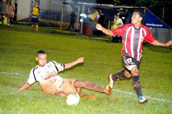 Foto: Em campo encharcado, empate contra o Roma foi considerado bom resultado para o Fantasma