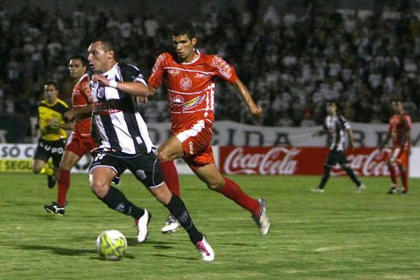 Foto: O atacante Matheus marcou o único gol do Fantasma na derrota para o Paranavaí