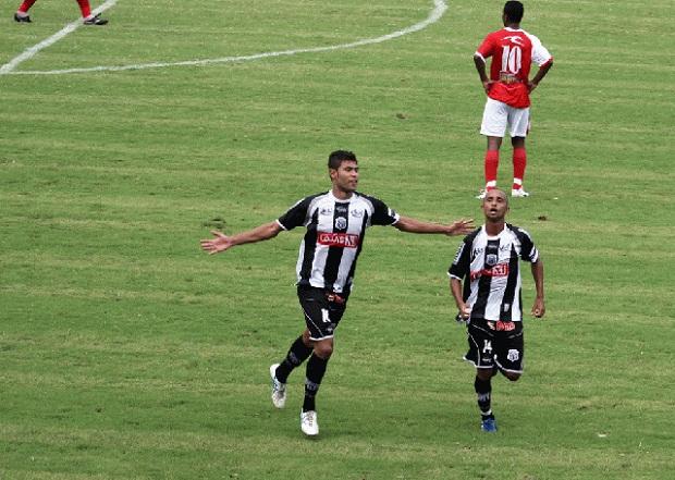 """Foto: Autor gol da vitória contra o Rio Branco, Rilber """"senta"""" contra o Paraná"""