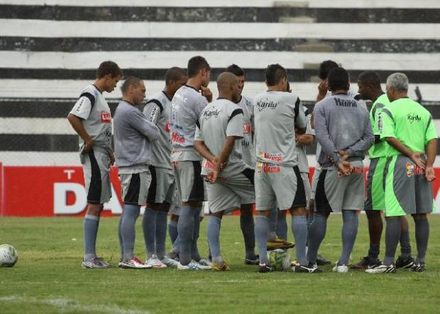 Foto: Segundo o técnico Amilton Oliveira, alguns jogadores estão ficando intranquilos nos jogos em casa