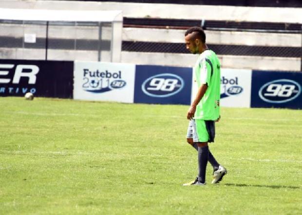 Foto: Com Lisa suspenso, Grilo será deslocado para a lateral (foto: Luciano Mendes)