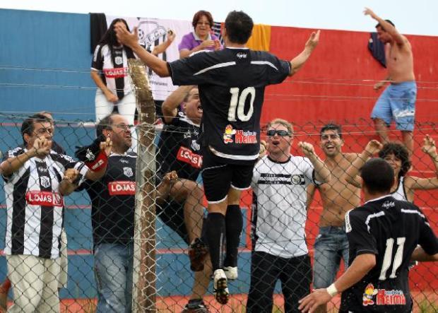 Foto: Ceará (10) fez seu primeiro gol com a camisa do Operário - Foto: Luciano Mendes