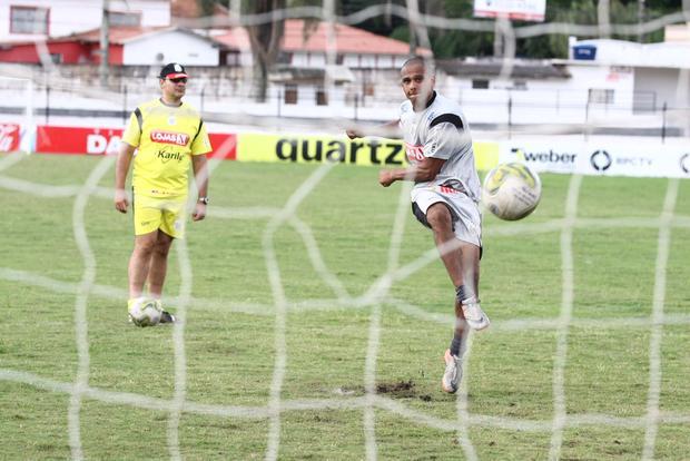 Foto: HOMEM GOL Ícaro, que reestreou marcando gol na quarta-feira, assume a responsabilidade de ser a referência ofensiva do Operário