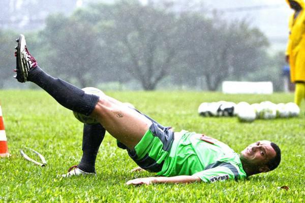 Foto: O atacante Matheus, autor de dois gols no último jogo, está confirmado para o confronto contra o Iraty no domingo