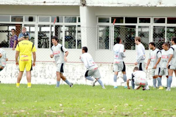 Foto: Técnico quer time focado na vitória e com vibração em campo para conseguir vitória contra o Iraty
