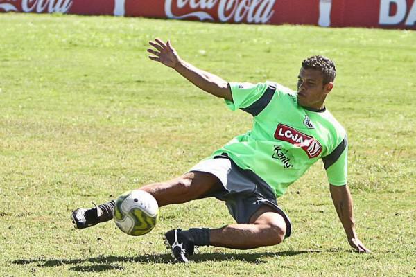 Foto: Ceará revela ansiedade por não poder jogar neste domingo, mas confia na vitória de seus companheiros