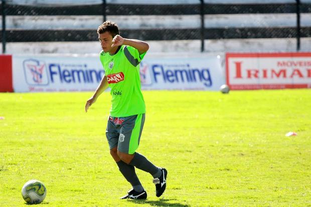 Foto: RETORNO Fora do duelo com o Iraty, Ceará retorna ao time titular do Operário no domingo