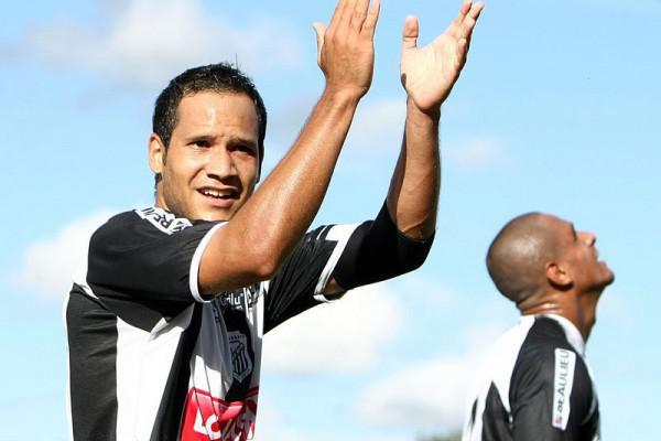 Foto: Dhiego Martins ainda pode permanecer no time titular para jogo de domingo