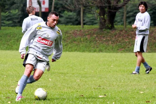 Foto: DE VOLTA Fora das duas últimas rodadas, Mateus treinou ontem e pode ser uma das novidades no domingo