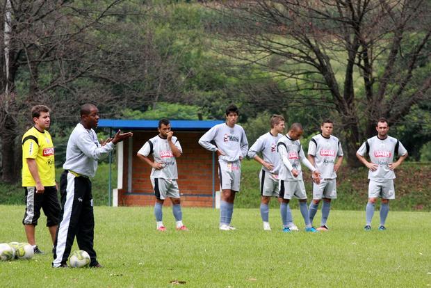Foto: MISTÉRIO Amilton Oliveira deve prorrogar indefinição no ataque até minutos antes do início do confronto com o Coritiba