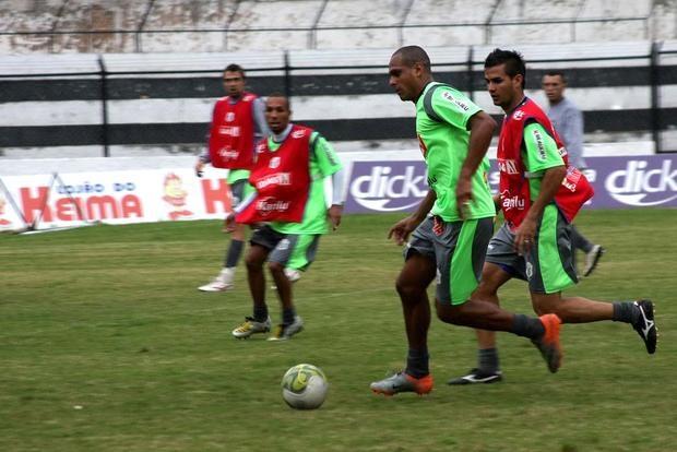 Foto: RETORNO Após cumprir suspensão, Ícaro volta ao time titular do Operário amanhã contra o Arapongas