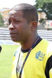 ESCALAÇÃO O técnico Amilton Oliveira define hoje os nomes para o jogo de amanhã