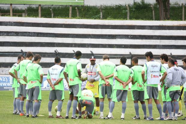 INDEFINIÇÃO No último treino antes do jogo, a equipe fez trabalho tático