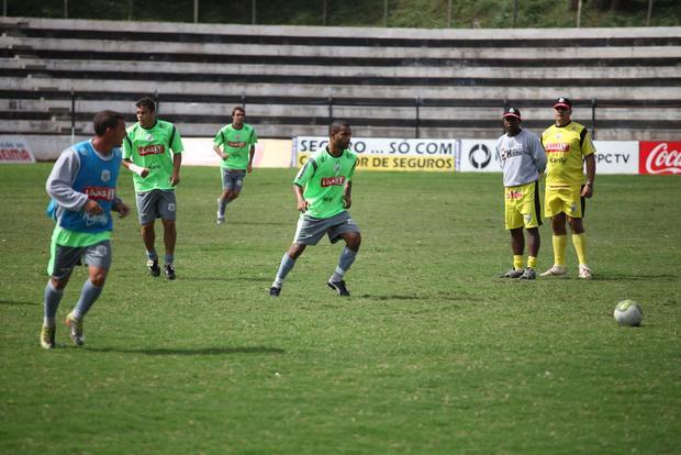EM CASA A equipe acertou posições e praticamente definiu o time que entra em campo no domingo