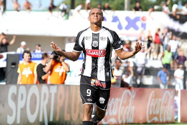 DE VOLTA Após cumprir suspensão, Ícaro retorna ao Operário no domingo