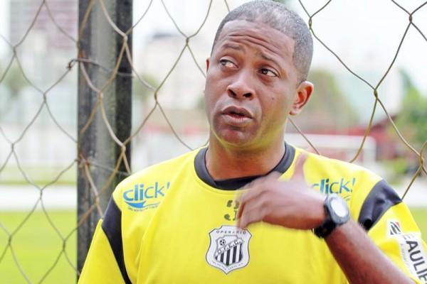 O treinador Amilton Oliveira afirma que não irá deixar o time 'na mão' na reta final do Estadual