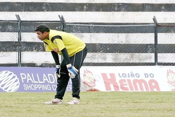 Goleiro Ivan deve seguir para o Joinville paradisputar a Série C do Campeonato Brasileiro