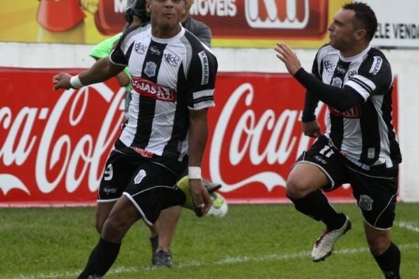 O jogo-treino contra a equipe catarinense XV de Indaial foi de forte marcação, especialmente no primeiro tempo