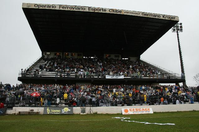 Estádio passou por inspeção nesta quinta-feira - Foto: Domingos Souza/Foto Elite