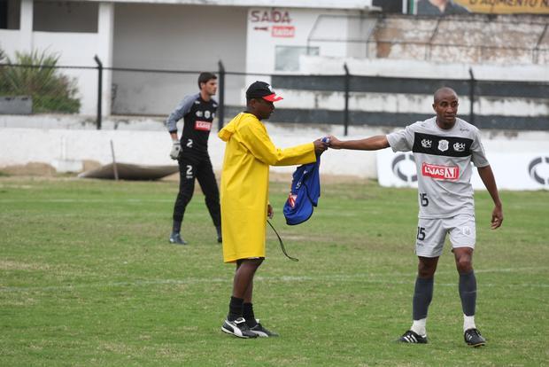 MUDANÇAS Luciano foi uma das opções testadas por Amilton Oliviera ontem à tarde - Foto: Rodrigo Covolan